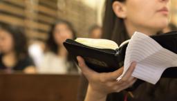 banner-jovel-leyendo-la-biblia.png